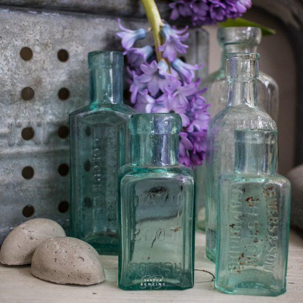 Bild zeigt alte Glasflasche