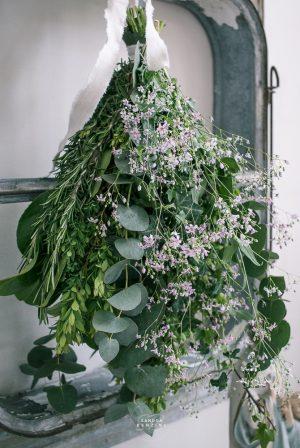 Bild zeigt Grün Strauss mit Eukalytus und Schleierkraut